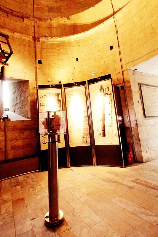 斜塔1階フロア
