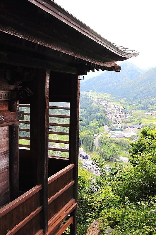 開山堂から山寺の町並みを望む