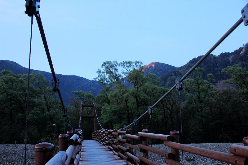 夜明けの明神橋