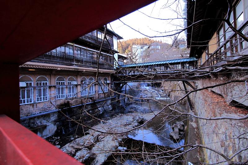 赤い橋の館