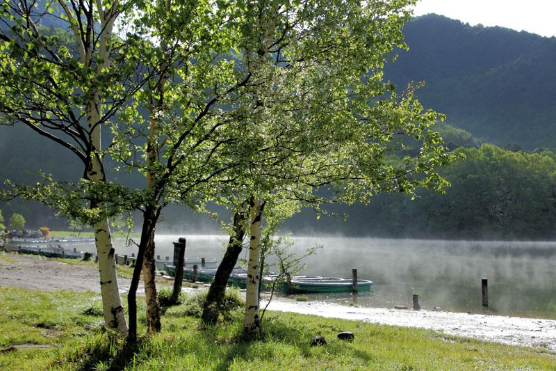 湯煙りの湖