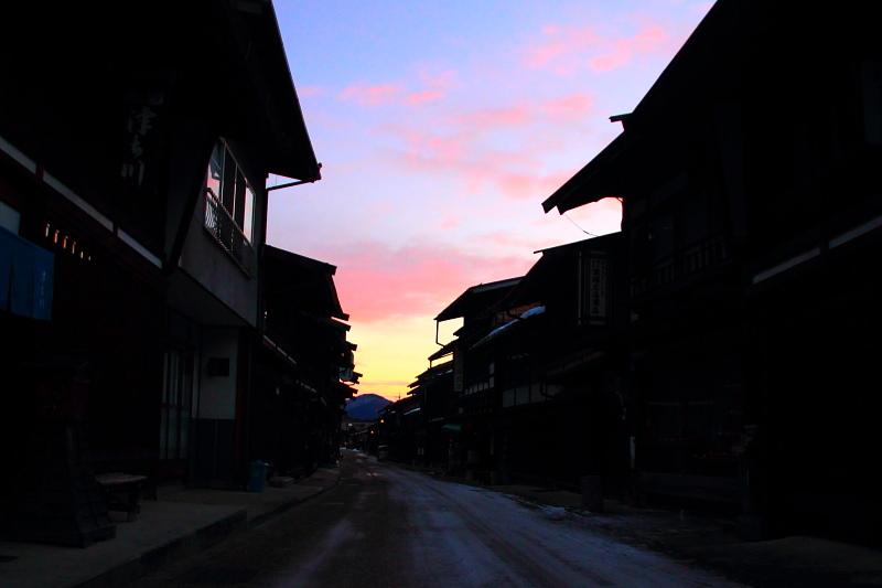 朝焼けの奈良井宿