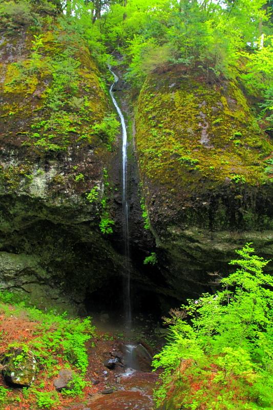 厳粛な巨岩奇岩
