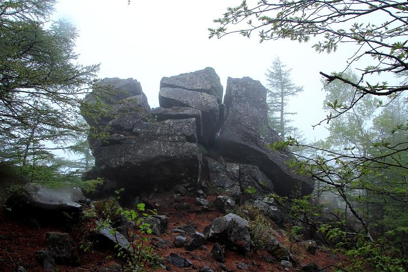 高峯山の奇岩