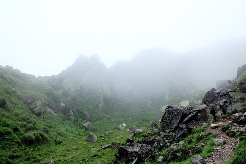 山頂はガレ場