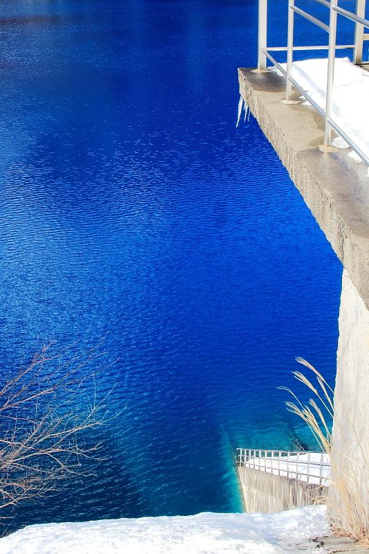凍てつく青