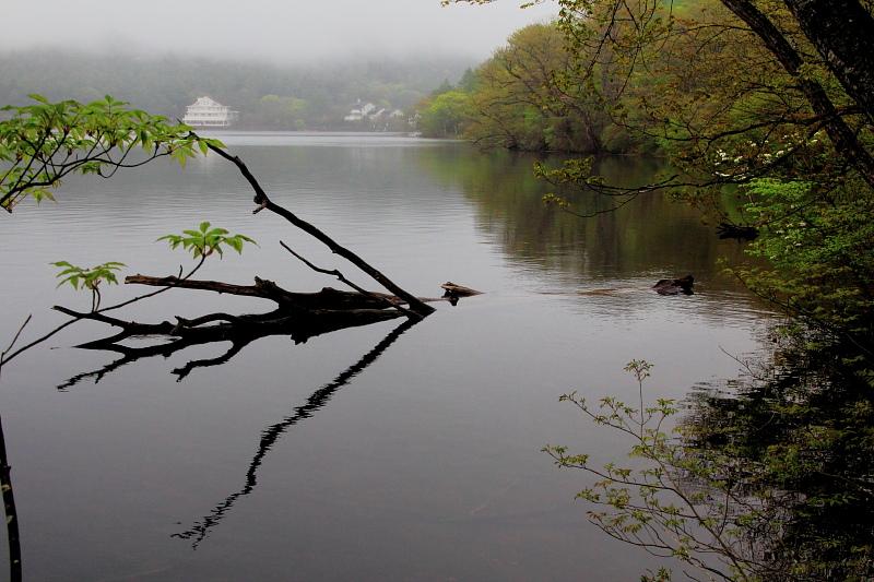 霧に煙る榛名湖