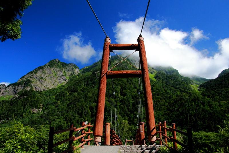 明神橋と明神岳